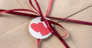 Comment écrire une adresse sur une enveloppe de mariage?